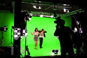 Im Greenscreen-Studio wie auch in allen anderen Bereichen lernen SAE Studenten an der Praxis