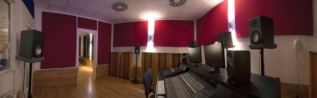 Studio 1 mit Blick zum Aufnahmeraum
