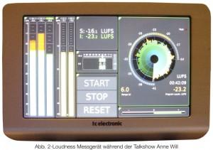 ein externes Messinstrument der Firma TC Electronics, welches bei dem Unternehmen Studio Berlin Adlershof in der Regie im Einsatz ist. Alle relevanten Parameter lassen sich auf einen Blick erkennen.