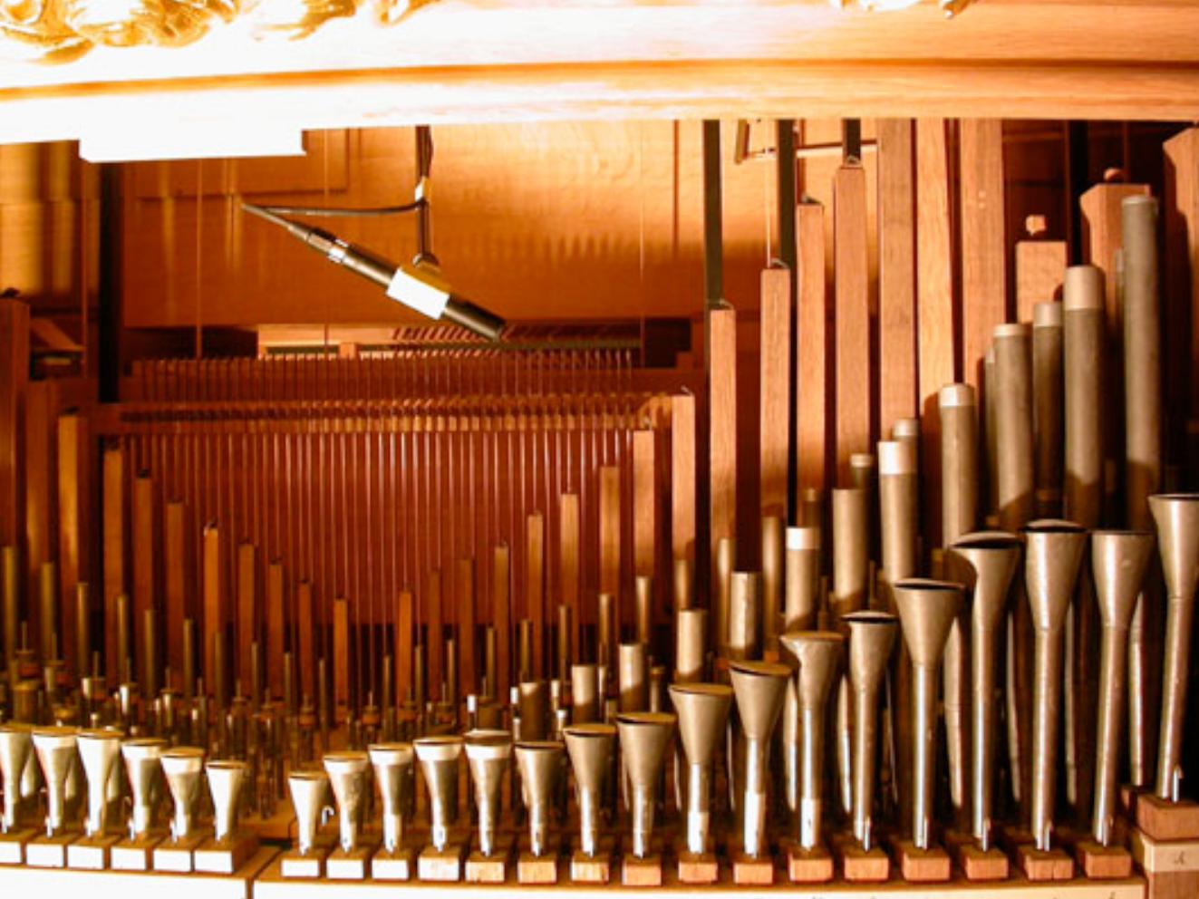Abbildung 10 - Direktmikrofonierung der Orgelpfeifen