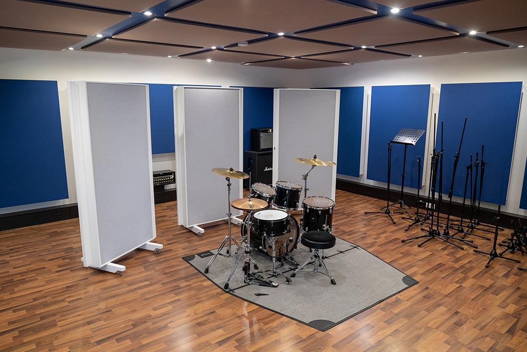 Studium in großem Tonstudio für Band und Drum Recording