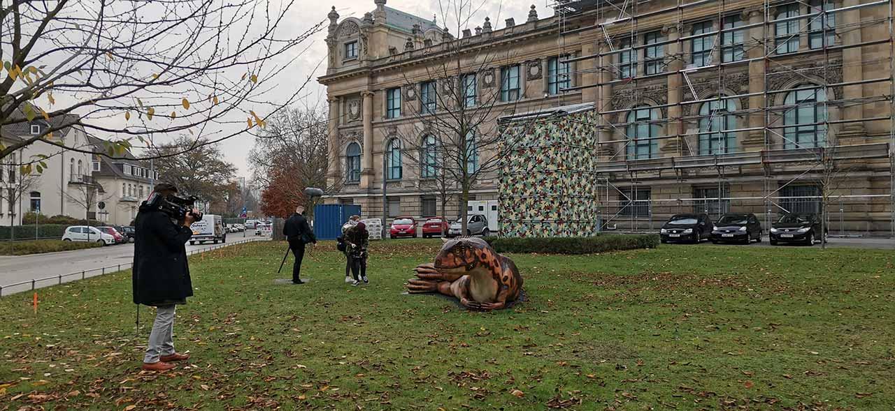 SAE-Digital-Film-Production-Dreharbeiten-vor-dem-Landesmuseum-Hannover